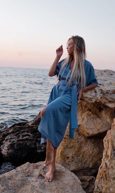 Платье-рубашка свободного фасона с поясом № 644 Голубое